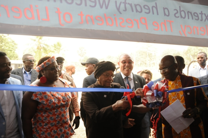 President Sirleaf performs ribbon-cutting ceremony